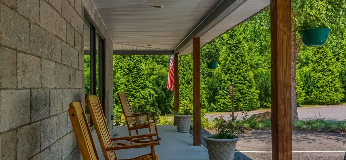 great-outdoors-rv-resort-rocking-chairs-north-carolina